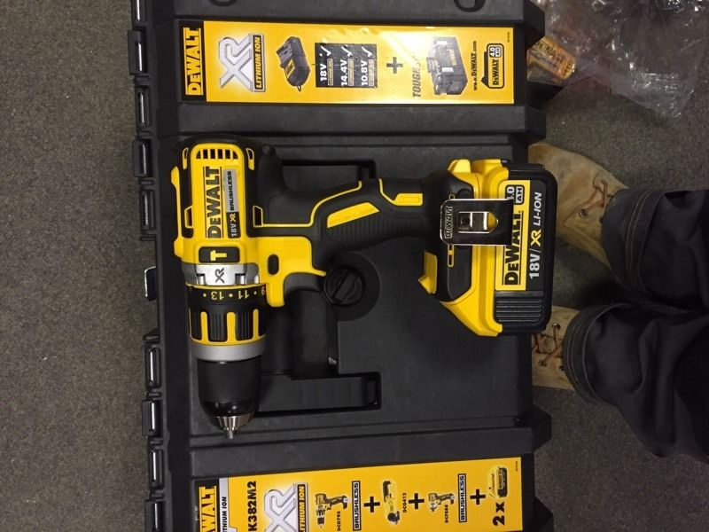 Dewalt 3 piece brushless kit with 2no 4ah battery's.
