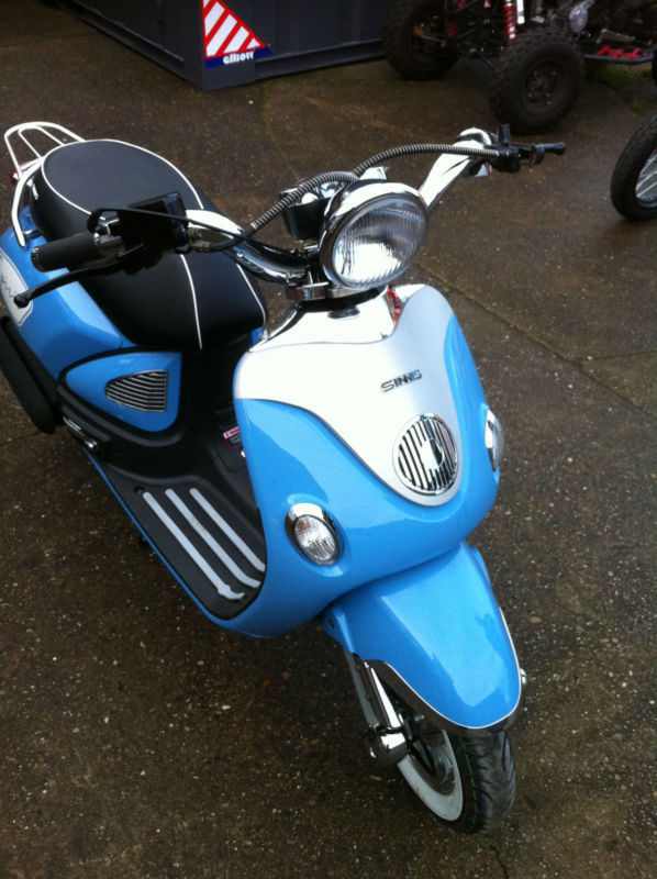 SINNIS Spirit 125cc 125 Scooter 125. Learner Legal