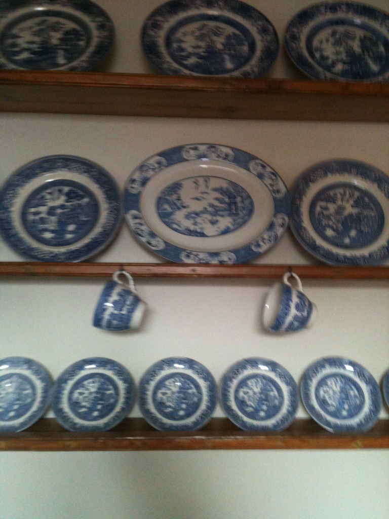 Quantity of blue and white china by willow ,old willow e.t.c (37 pieces)
