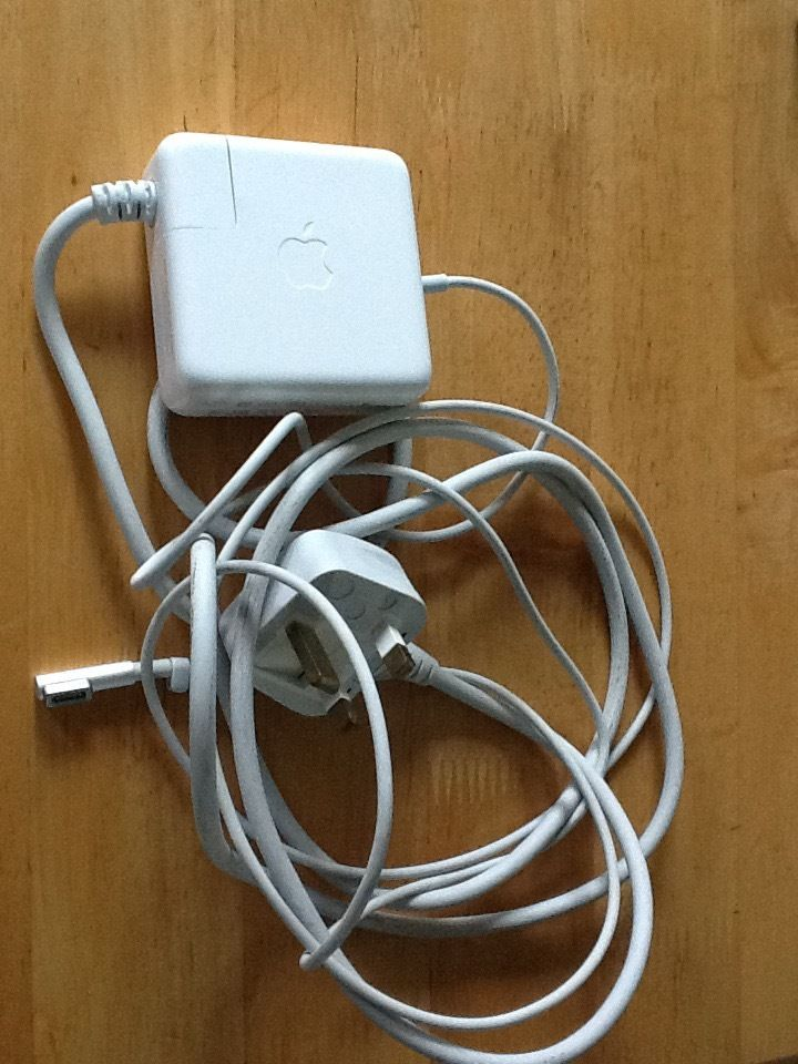 60 W MagSafe1 Power Adapter(for apple pro)