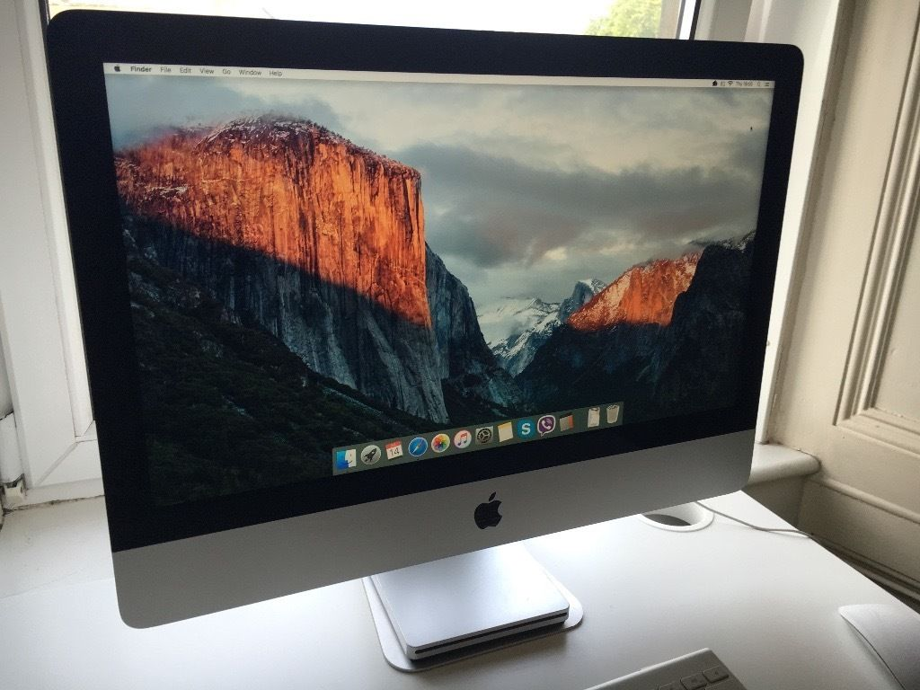 21.5 inch iMac with wireless keyboard and mouse