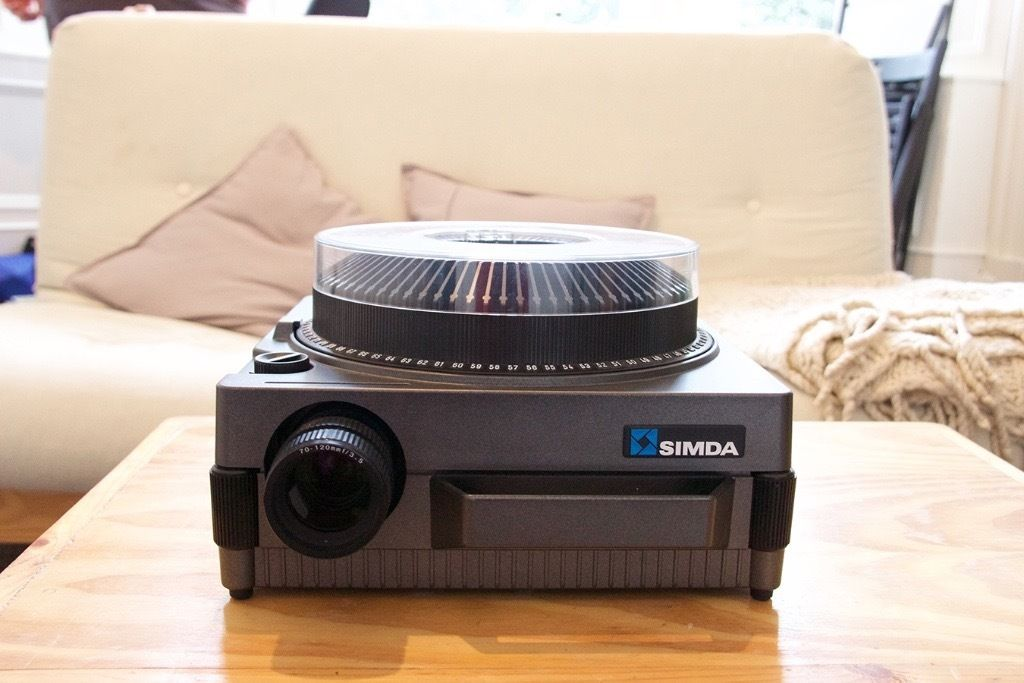 Simda 35mm Slide Projector w/ Remote