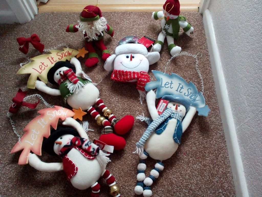 6 Christmas Decorations New with tags.