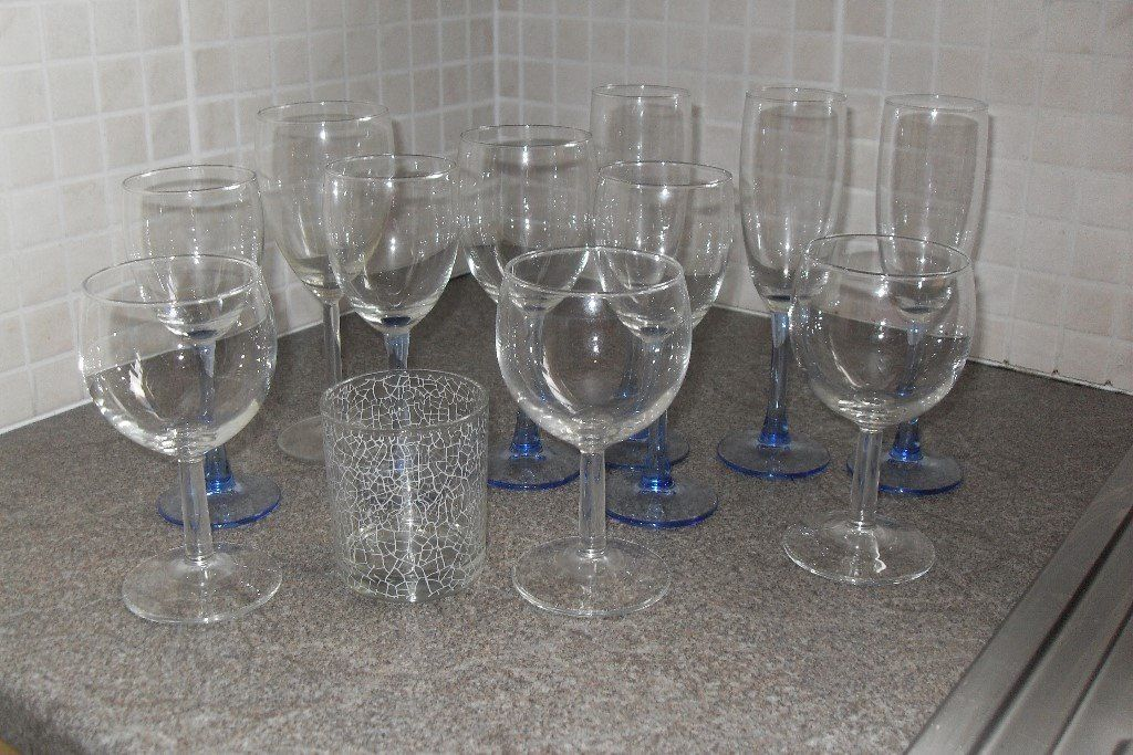 Assorted glasses - wine/champagne