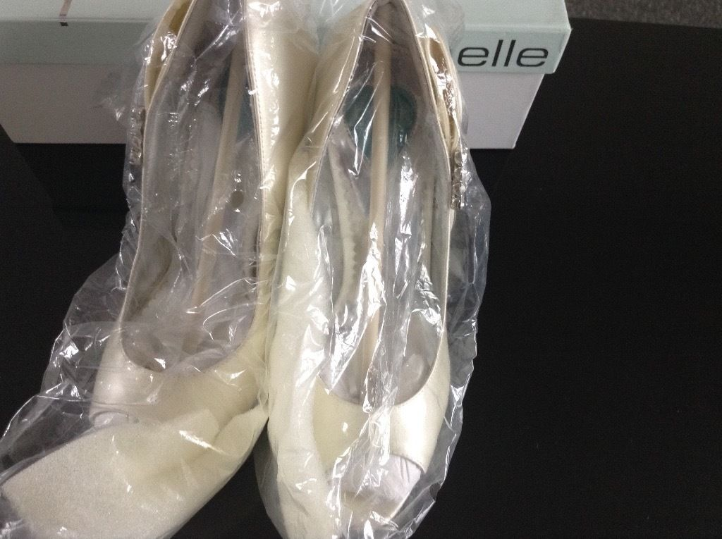 New wedding shoes size 3 Ivory silk .