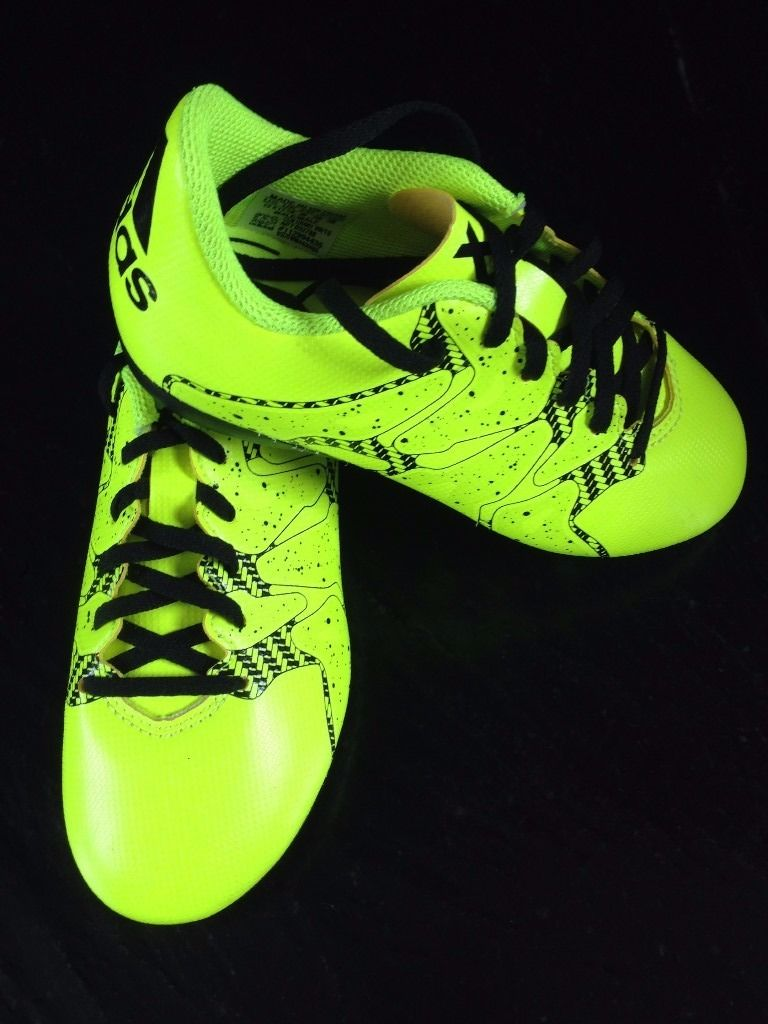 BRAND NEW CHILDS SIZE 11 ADIDAS FOOTBALL BOOTS NEVER BEEN WORN