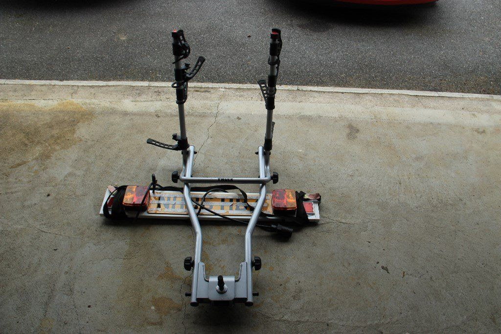 Thule 9708 4 bike tow bar carrier with Registration Light Board