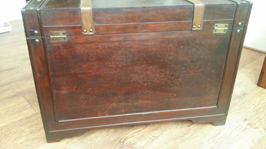Large wooden trunk/coffee table
