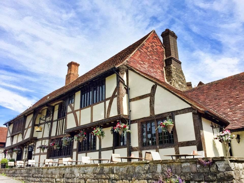 Couple Required for The Crown Inn, Chiddingfold - Immediate Start - Front of house and Kitchen