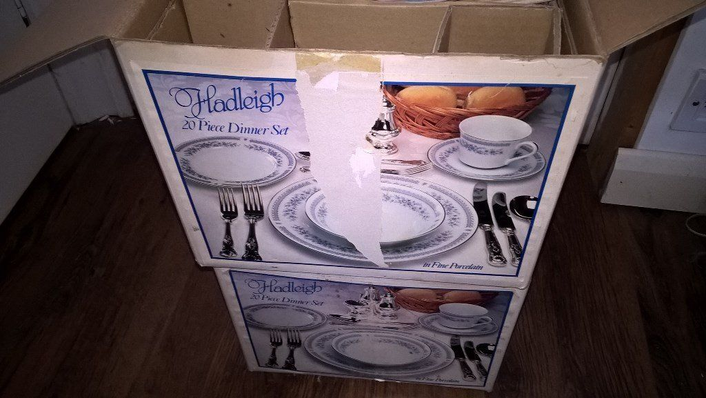 hadleigh 20 piece fine porcelain dinner set X 2