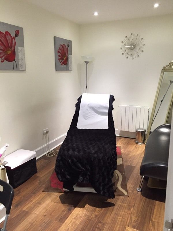Room to rent in Leith salon