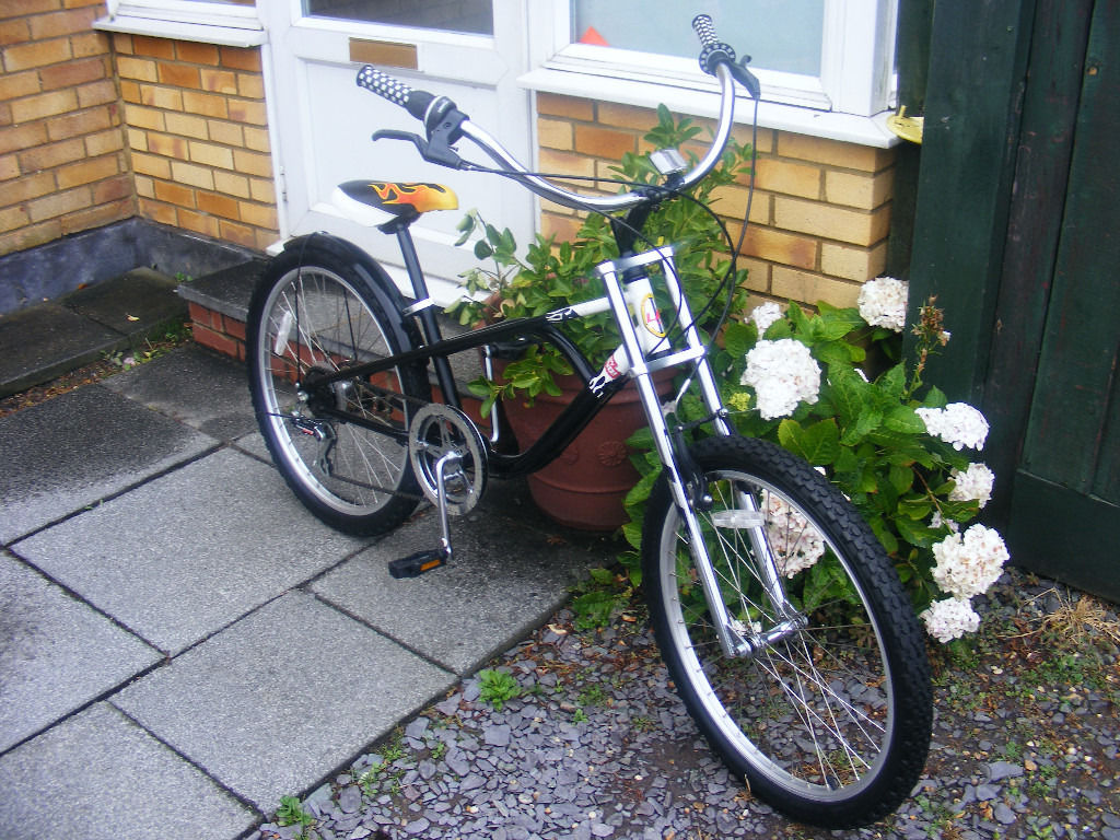 LOWRIDER BIKE IN GREAT WORKING ORDER-HARDLY USED
