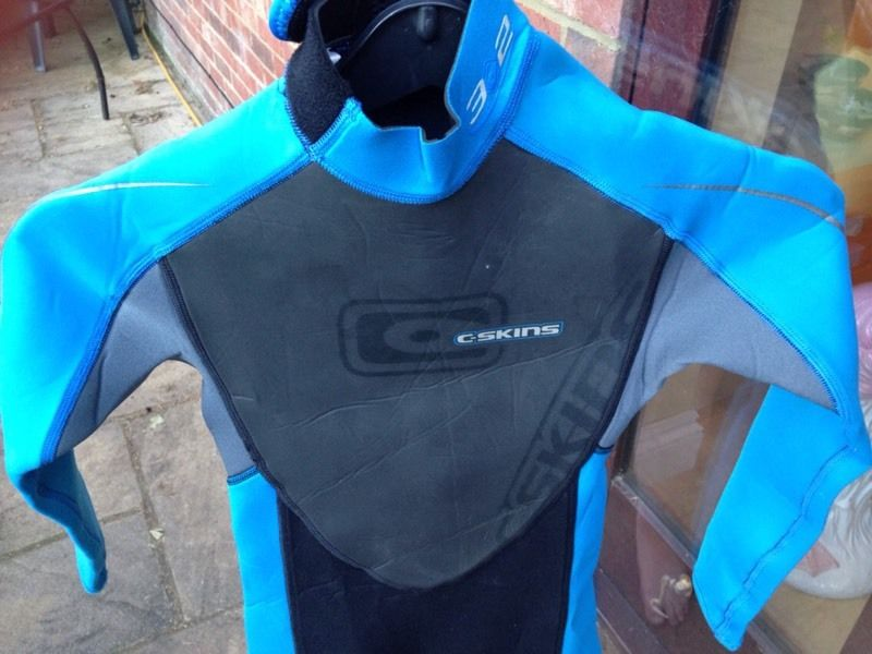 Boys long wetsuit - very good condition (size Medium Small/7-8years)