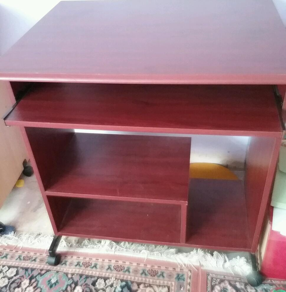 Computer table/workstation with pull out shelf for keyboard