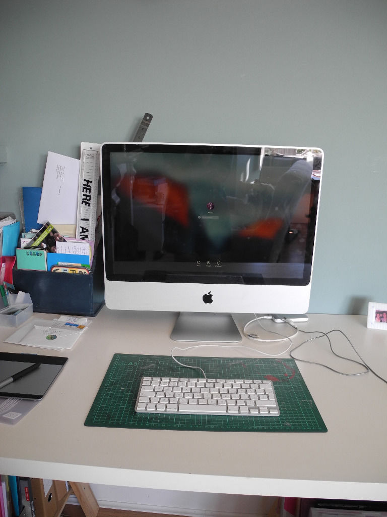 "Apple iMac early 2009, 24"" screen, 4GB RAM, 640GB HDD"