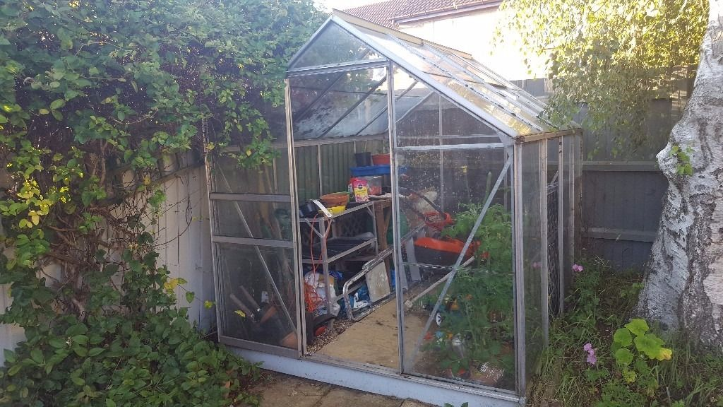 Free greenhouse. Collector dissmantles pls