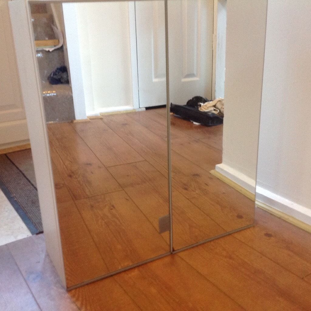 Mirrored bathroom cabinet, 4 glass shelves all fixtures