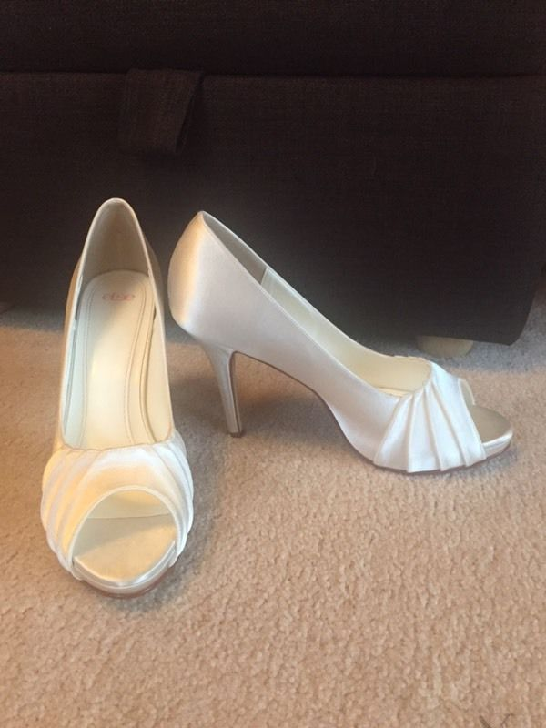 Size 7 beautiful bridal shoes
