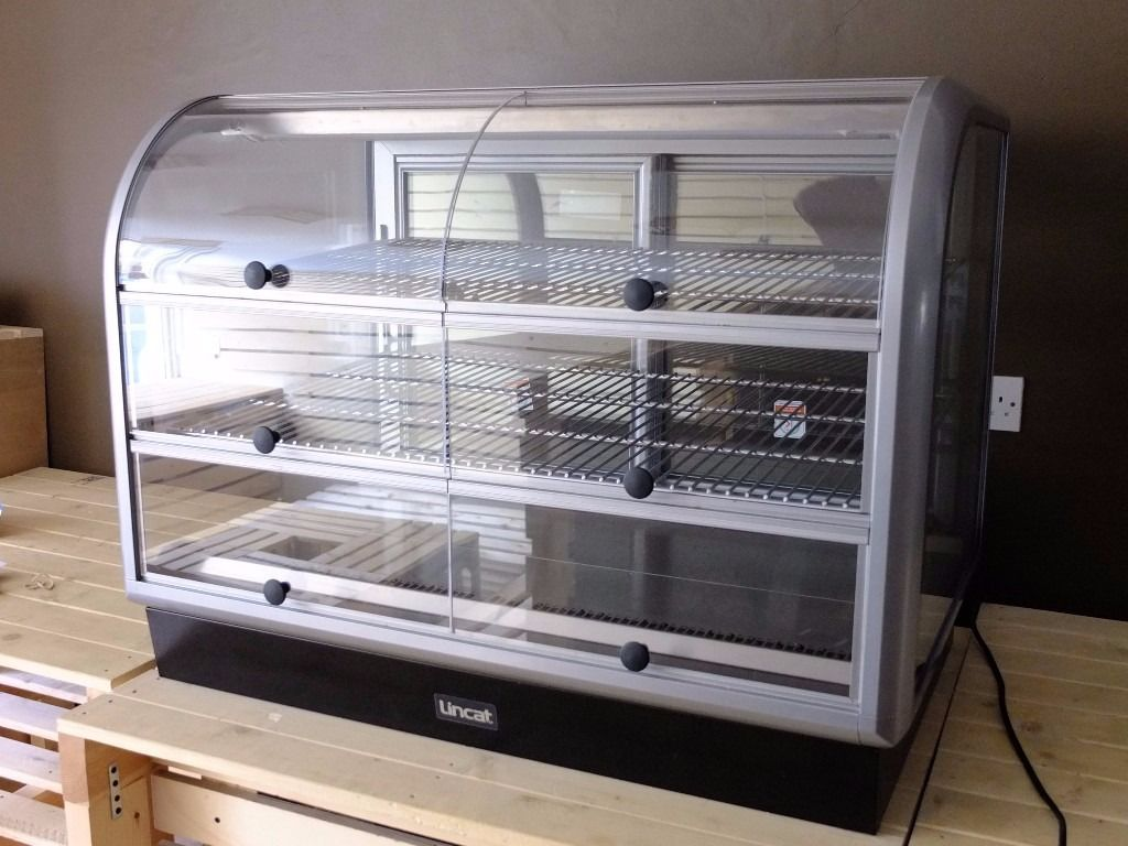 Lincat cabinet Curved Front Refrigerated Merchandiser/COLD DISPLAY