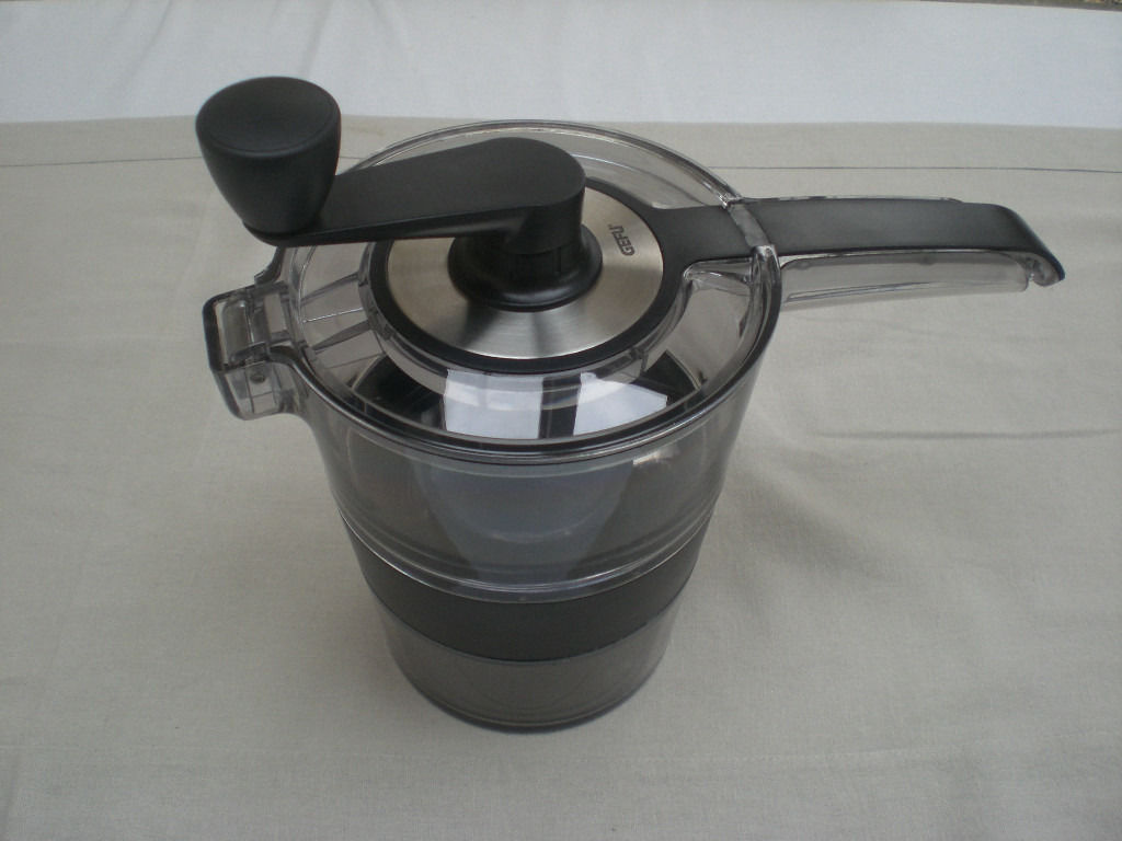 Spiraliser, Meat grinder, coffee filter and 50+ other excellent quality household items!
