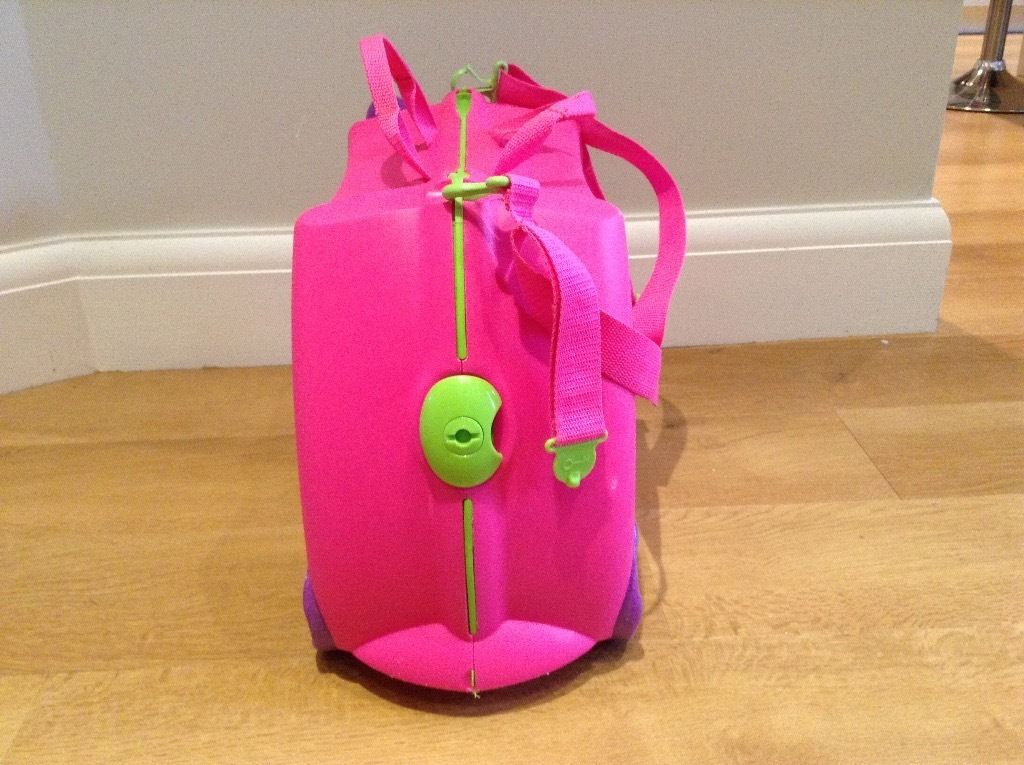 Trunki suitcases. Pink and Blue