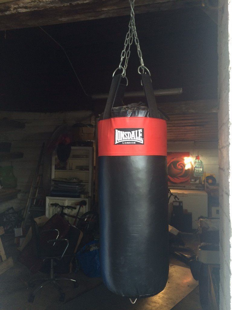 Lonsdale Punch Bag with hanging chain