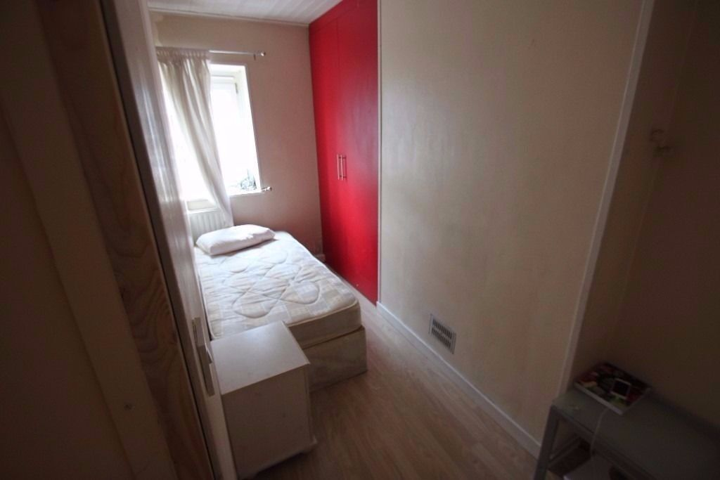 Single Room Now Available, Fully Furnished, All Bills, Wifi, Cleaning Service Including