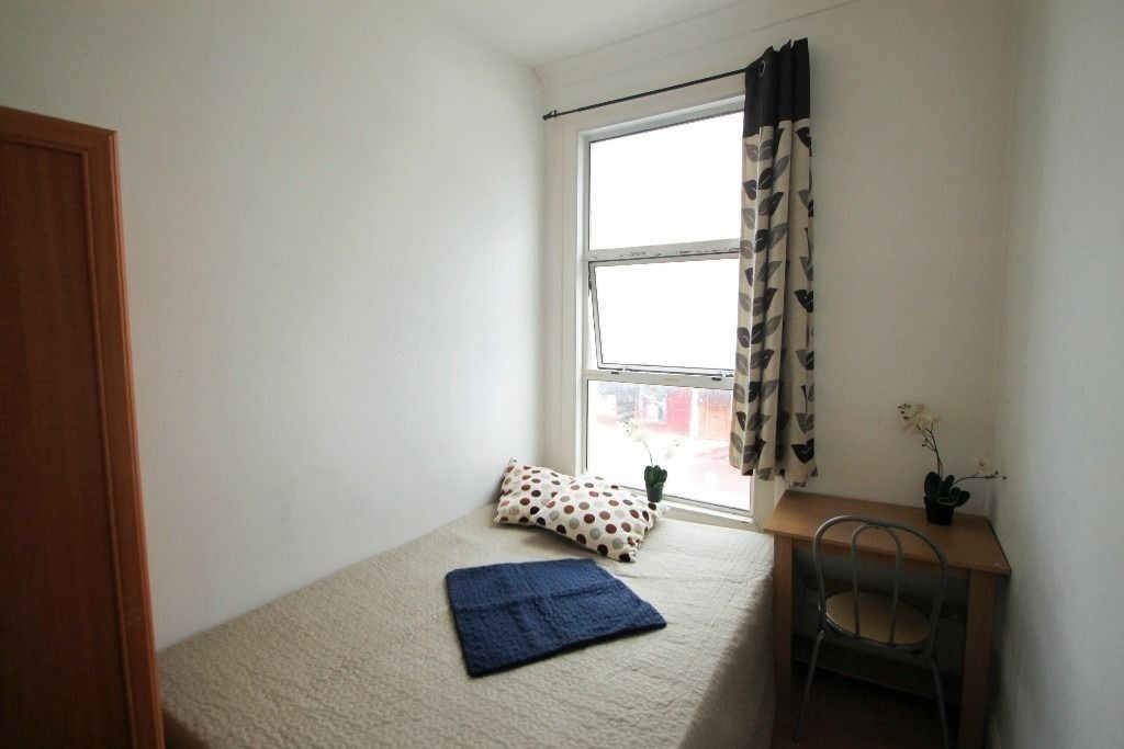 Double room & Double use single available in the same flat !! All bill inc !! 80Q