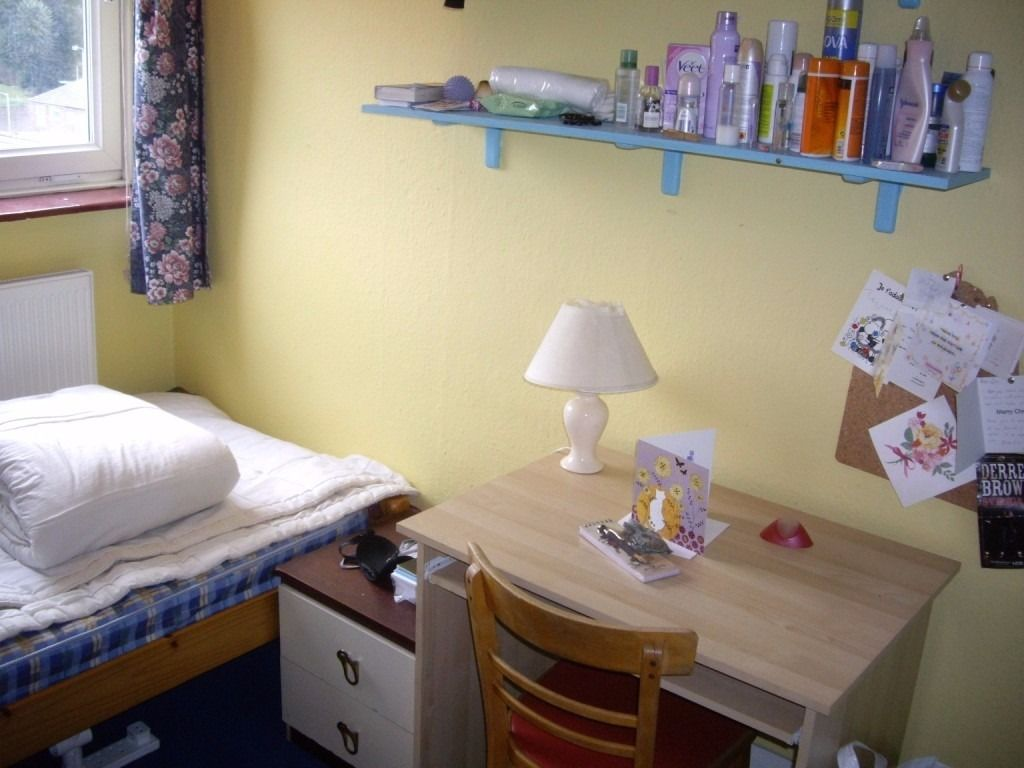 25min to City Centre Single Rooms Nonsmoker Females Free Bicycle