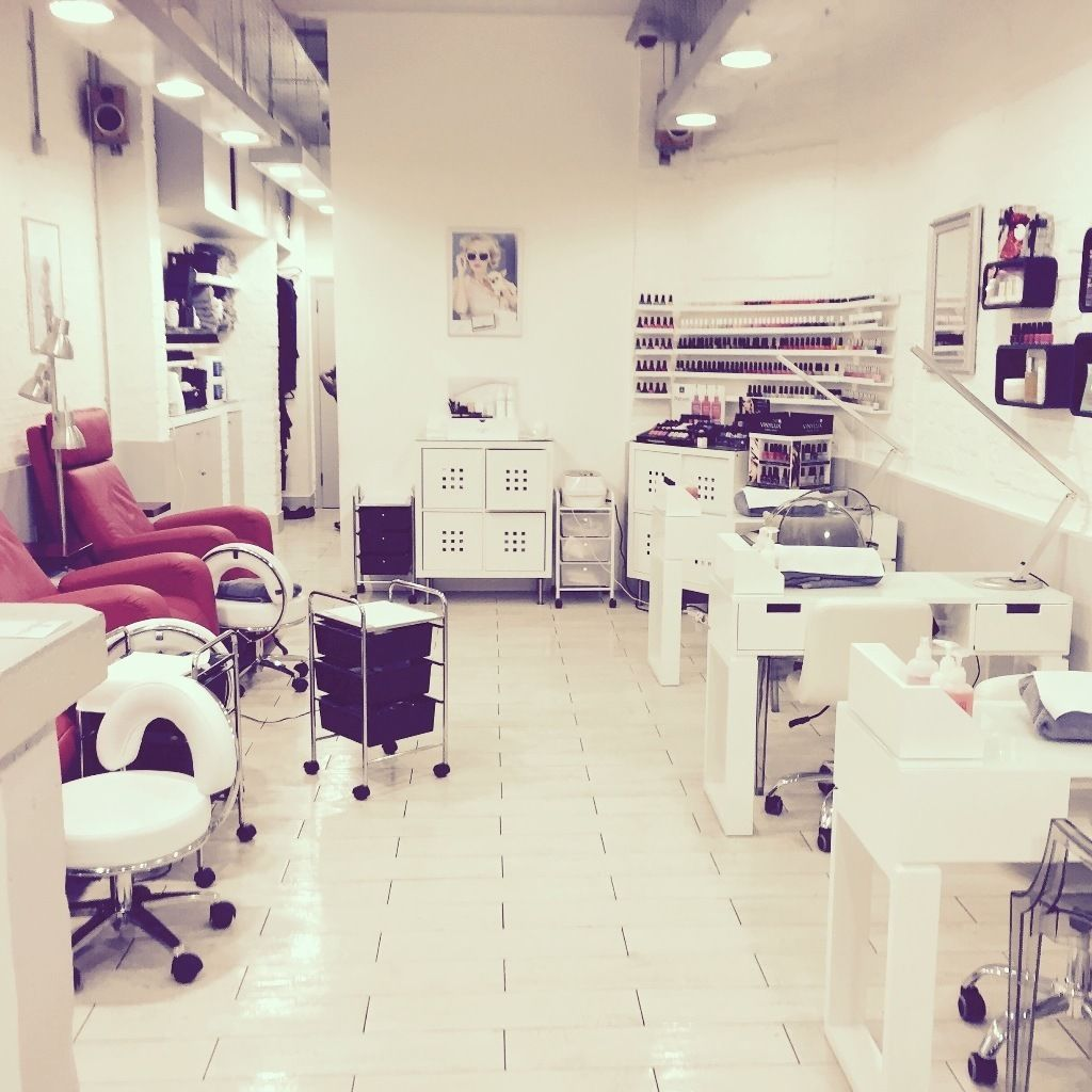 Nail technicians and Beauticians required, Queens Park