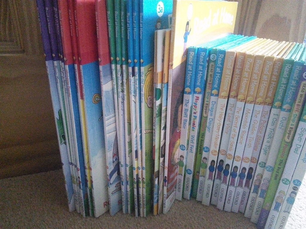 Oxford Reading Tree books levels 1-5 (32 in total)