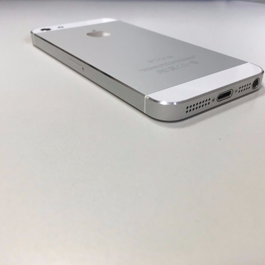 Apple Iphone 5 White. in lovely condition. On O2 network