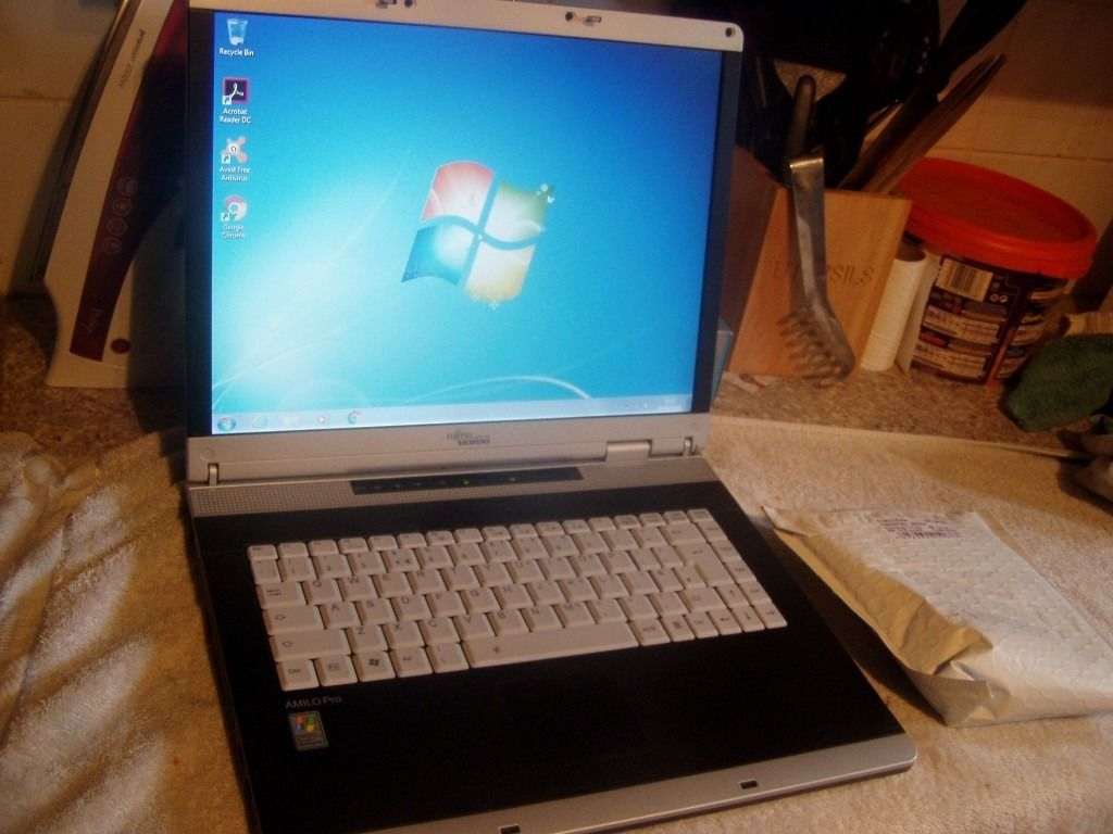 Fujitsu Siemens LAPTOP, WIFI, 1.5GB Ram, 80GB, WIN 7, Activated Office 2007