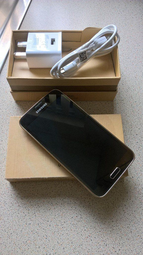 Unlocked Gold Samsung Galaxy s5 mint boxed with charger