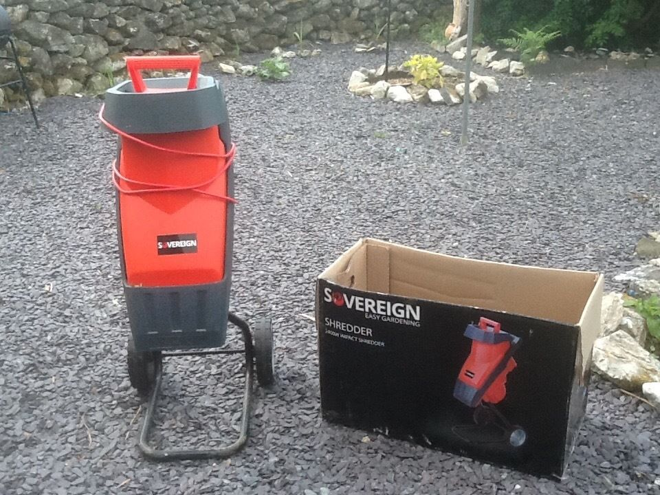 Garden shredder, less than 1year old, perfect condition,can be seen in argos