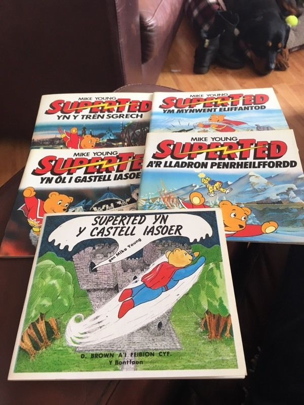 RARE 1980s Welsh Language Editions Of Mike Young's SUPERTED Children's Books