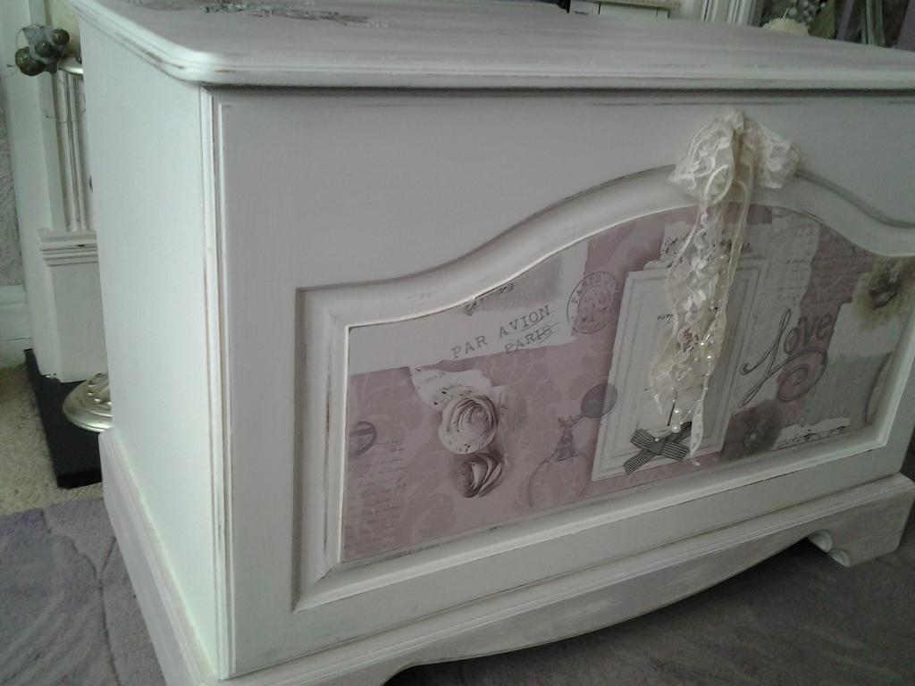 white vintage style shabby chic ottoman/chest/ storage box