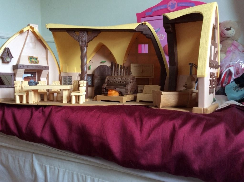 Snow White House, dwarfs and accessories