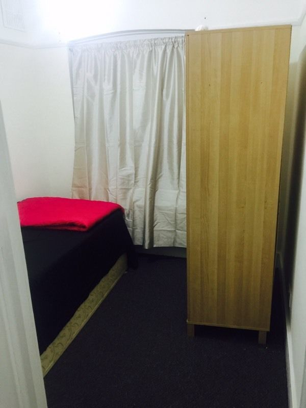 BOX ROOM / SINGLE ROOM AVALIABLE IN NORBURY ON GREEN LANE FEMALE TENANT REQUIRED!