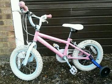 Girl's bike with stabilizers