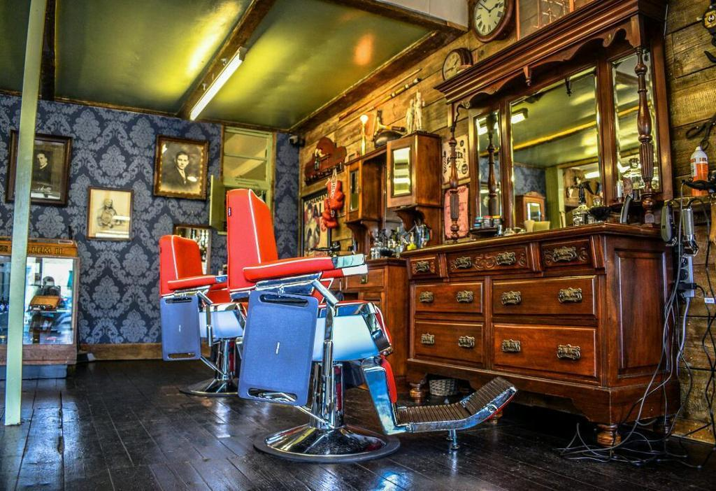 Gentlemen's Lounge Barber