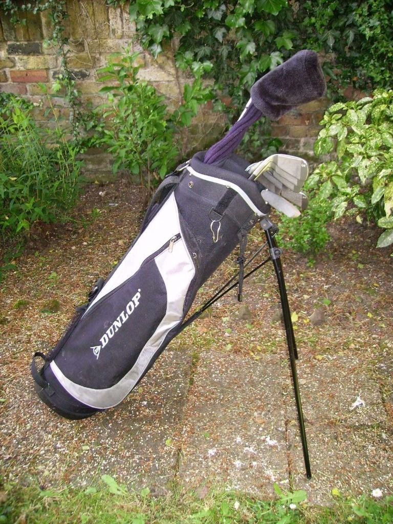 Set of R.Handed Mens Golf Clubs. . . Ideal for a beginner