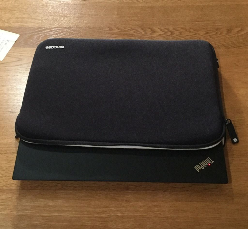 Incase Neoprene Classic Notebook Case for 13-Inch Apple MacBook - Excellent condition- Black