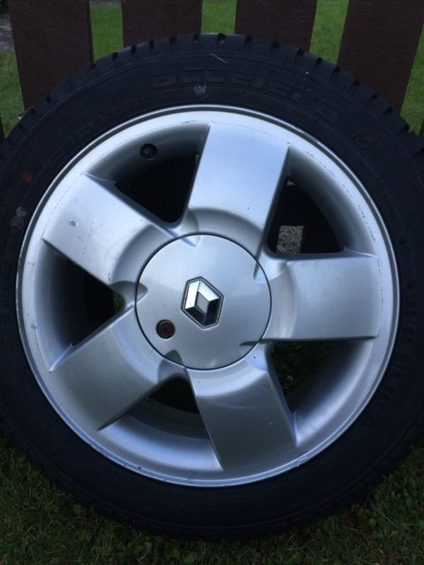 """4x Renault Clio Alloys 15"""" With Brand New Tyres."""