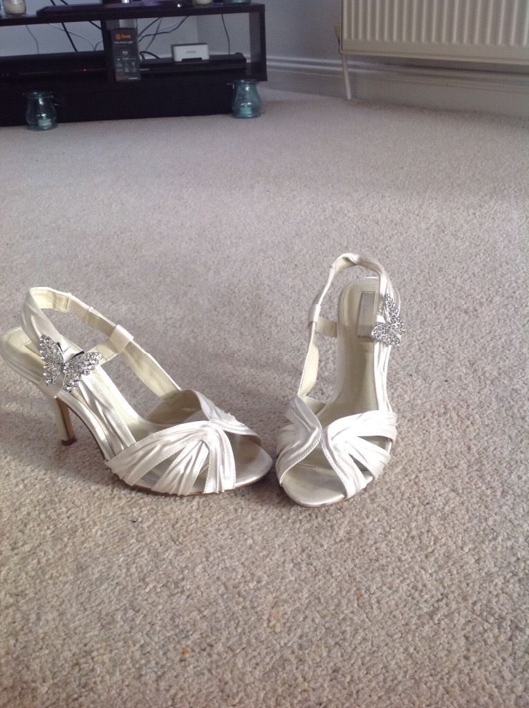 Immaculate cream size 5.5 next butterfly shoes for sale