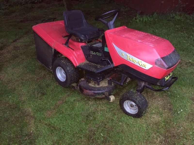 "Ride on lawn mower 42"" cut"