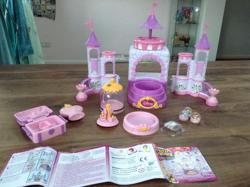 Glitzy Globes Princess playset