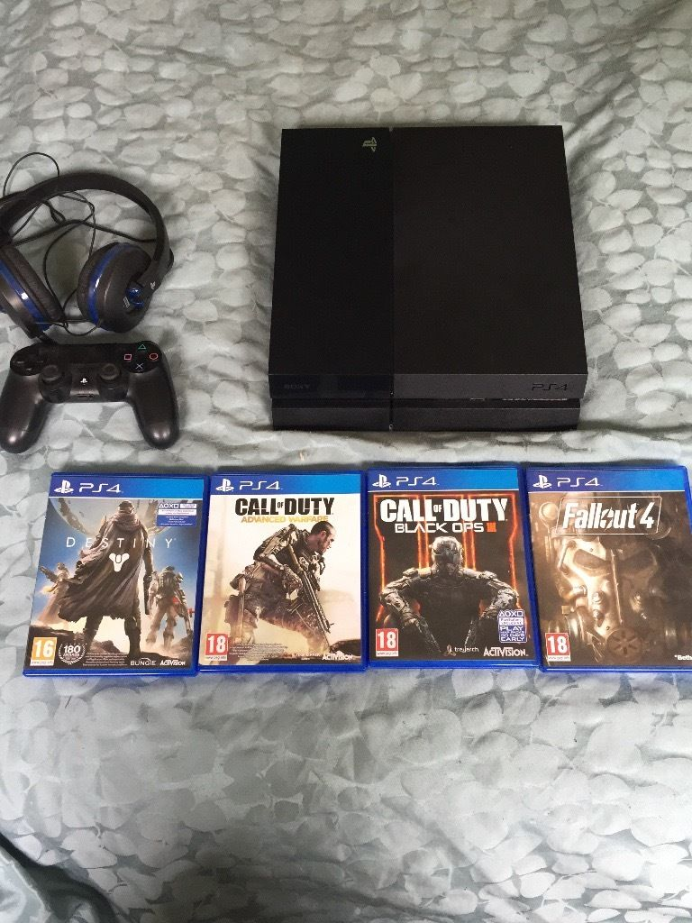 PS4 500g in black Bundle for sale including 4 games a stand and head phones with built in mic.
