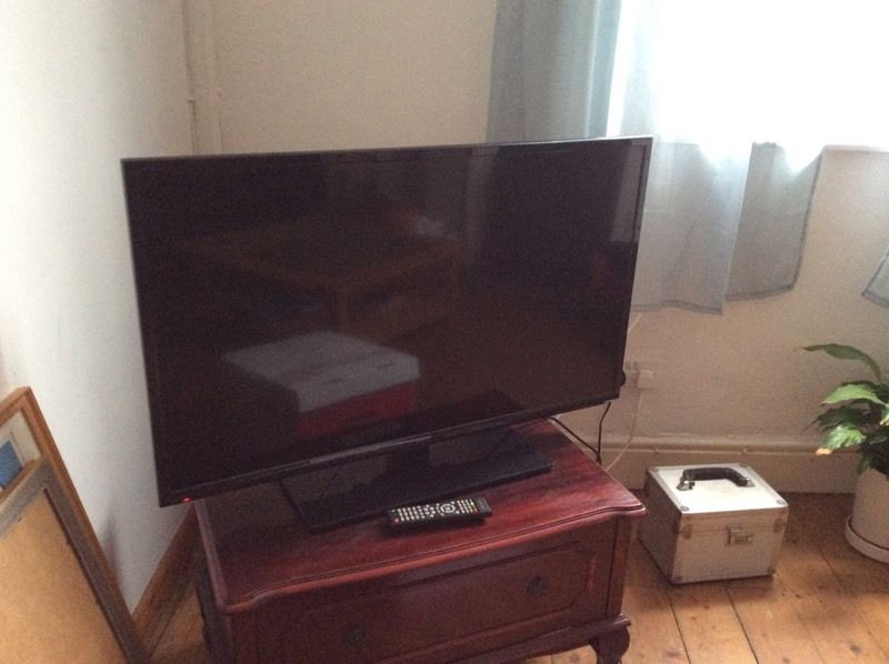 40 inch led TV seiki Less than 4 months old.