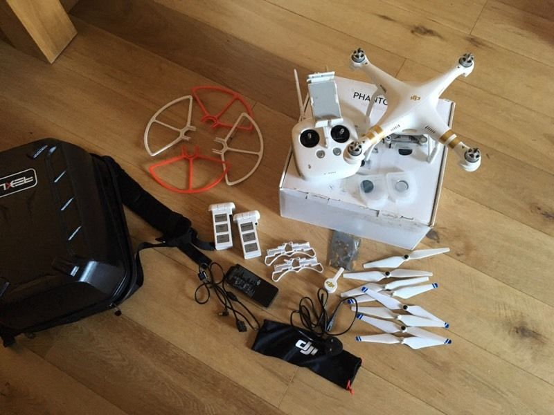 Dji phantom 3 pro 4K camera drone with lots of extras